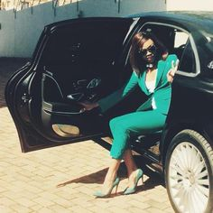 Bonang Matheba rolling in a Mercedes-Maybach S 500 Mercedes Maybach, Queen B, Dressed To Kill, Office Ladies, Boss Lady, Her Style, Business Women, Nice Dresses, Celebrity Style