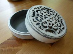 drewniane ażurowe pudełeczko #handmade #box #grey #shabby