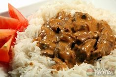 A simple guide to cooking beef stroganoff with ingridients and cooking tips. Delicious beef stroganoff made easy! Crock Pot Recipes, Tvp Recipes, Vegetarian Recipes, Cooking Recipes, Healthy Recipes, Delicious Recipes, Pressure Cooker Recipes, Vegan Dinners, Sour Cream