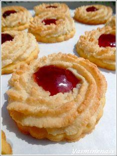 """""""Passionée par les gourmandises en tout genre, mon blog A l'orée des douceurs vous invite a découvrir mes recettes de pâtisseries sucrées et salées, des recettes d'ici et d'ailleurs. Voyagez à travers votre écran, sur mon blog c'est les douceurs..."""
