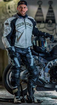 What a sexy leather biker 😍 Sexy Biker Men, Biker Boys, Sexy Men, Motorcycle Suit, Motorcycle Leather, Boys Leather Jacket, Leather Men, Leather Jackets, Motard Sexy