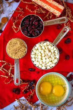 Cranberry Bliss Bars - a Starbucks Copy Cat Recipe! Cranberry Bliss Bars - a Starbucks Copy Cat Recipe! Orange Bar Recipes, Keto Cranberry Recipes, Starbucks Gluten Free, Low Carb Starbucks, Cranberry Bliss Bars Starbucks, Cranberry Bars, Chocolate Candy Recipes, Chocolate Chip Blondies, Copycat Recipes