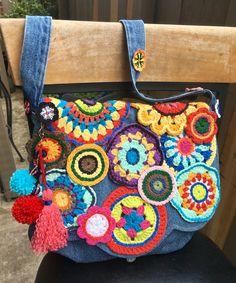 Bolso dé mezclilla reciclada y crochet.