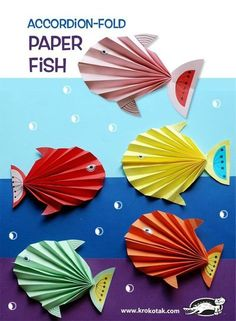 Accordion-Fold Paper Fish (krokotak) watch video: how to make: see more: Kids Crafts, Summer Crafts, Diy And Crafts, Craft Projects, Arts And Crafts, Paper Crafts, Baby Crafts, Accordion Fold, Ocean Crafts