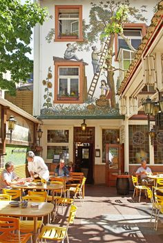 Frankfurt | Zum Gemalten Haus: A must for visitors to FFM. You cannot go wrong here with any of the dishes and if you are real hungry, grab a Sachshaeuser Pfanne, a huge plate of eggs, potatoes, sausage, onions and spices.