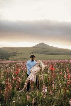 couple shoot photography field flowers hills mountains sunset Mountain Sunset, Couple Shoot, Couple Photography, Mountains, Couples, Flowers, Photos, Wedding, Instagram