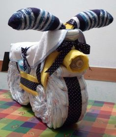 Diaper Cake Boy, Nappy Cakes, Baby Boy Shower, Baby Shower Gifts, Baby Showers, Toilet Paper Cake, Diy Baby Gifts, Fun Projects, Kids And Parenting