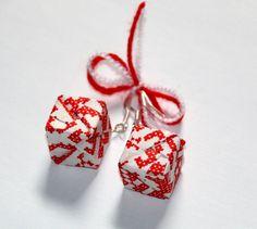 15 LEI   Cercei handmade   Cumpara online cu livrare nationala, din Suceava. Mai multe Bijuterii in magazinul unconceptluna pe Breslo. Lei, Origami, Drop Earrings, Jewelry, Jewlery, Jewerly, Schmuck, Origami Paper, Drop Earring