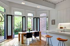 """Dreamy eating """"nook""""; 19th-Century Chelsea Town House"""