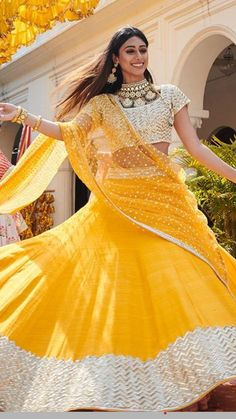 Indian Bride Swirling Her Wedding Lehenga by Designer Abhinav Mishra Bridal Collection 2019 Pakistani Bridal Dresses Online, Indian Dresses, Indian Outfits, Party Wear Lehenga, Bridal Lehenga, Lehenga Choli, Designer Sarees Wedding, Designer Lehanga, Indian Bridal Wear