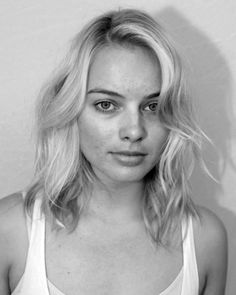 Margot Robbie in all her natural glory