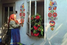 🌟Tante S!fr@ loves this pin🌟 Lidová malérečka Kateřina Sochorová Mexican Design, Room Deco, Cheap Party Decorations, Polish Folk Art, Scandinavian Folk Art, Painted Doors, House Painting, Wall Murals, Street Art