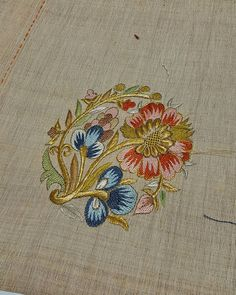 Şekline göre verev pesentli Türk işi... Bunu yapmak her babayiğidin harcı değil. Eline sağlık kuzenim👌👌👌👌😊😊😊 @makbuleturann #türkişi… Beaded Embroidery, Hand Embroidery, Thread Work, Cross Stitch Patterns, Needlework, Quilts, Floral, Instagram, Crewel Embroidery