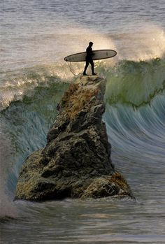 Barbados Surfing conditions are ideal for any level of surfer. Barbados is almost guaranteed to have surf somewhere on any given day of the year. Big Waves, Ocean Waves, Photo Surf, Surf Mar, Wind Surf, Surfing Pictures, Surfer Style, Surf City, Surfs Up