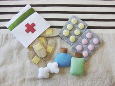 Felt First-Aid Kit Oh no Did your tot s teddy take a tumble Your kiddo will be ready to jump into action and make teddy feel all better with this Felt First-Aid Kit 12 The felt set includes band-aids tablets medicine bottles and cute little cotton balls Doll Crafts, Diy And Crafts, Crafts For Kids, Arts And Crafts, Simple Crafts, Clay Crafts, Sewing Projects, Craft Projects, Craft Ideas