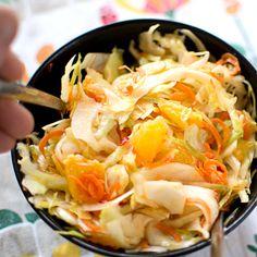 Vitkålssallad med morot, apelsin och chili