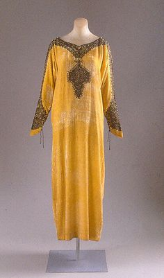 Evening dress Vitaldi Babani (French, born Middle East, active Date: ca. 1925 Culture: French Medium: silk, metal thread Dimensions: [no dimensions available] Credit Line: Gift of Mrs. 30s Fashion, Fashion Moda, Art Deco Fashion, Fashion History, Vintage Fashion, Fashion Design, 1920s Outfits, Vintage Outfits, Moda Art Deco