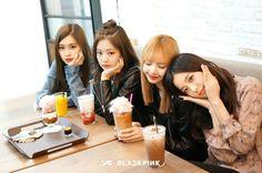 gambar blackpink, rose, and jennie Kpop Girl Groups, Korean Girl Groups, Kpop Girls, Divas, Kim Jennie, Blackpink Lisa, Forever Young, Girls Generation, K Pop