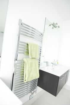 The twin vanity cabinets are in a similar colour to the carpet, doing well to stop the space being lost in a wash of white.