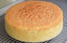This video will show you how to make Japanese style sponge cake. Japanese sponge cake is very light and fluffy. Food Cakes, Japanese Jiggly Cheesecake Recipe, Bolo Grande, Greek Sweets, Sponge Cake Recipes, Crunch, Cake Pans, Sin Gluten, Chocolate Peanut Butter