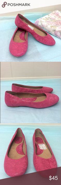 NWT❣️ Born b.o.c | Pink Floral Flats ✨New with tags!✨ -No box. • Born b.o.c pink flats. • They have a subtle floral design. • Leather upper & balance manmade materials. • Size 7. • {If you have any questions please ask before buying.} •Colors may vary slightly from pictures• Born Shoes Flats & Loafers