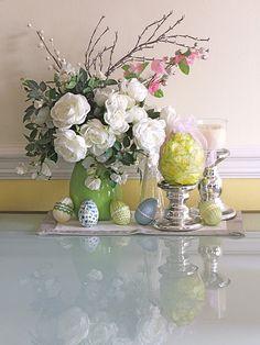 Easter arrangement...classy!  #Easter #decor