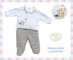 Set Polo de Plush y Pantalón Acolchado Cielo by Baby Club Chic.