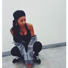 Jessi flaunts her 'apple hip' and fit body! :: Daily K Pop News Jessi Kpop, Nova Jersey, Kpop Rappers, Yellow Sports Bras, Hip Hop, Best Rapper, Indie, American Rappers, Pop Singers