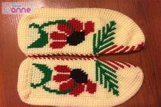 Ayçiçeği Tunus İşi Patik Modeli Yapımı - Canım Anne Captain Hook, Christmas Tree, Christmas Ornaments, Tree Skirts, Holiday Decor, Crochet, Moccasins, Shoe, Crochet Hats