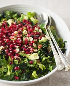 BRUSSELS SPROUT KALE SALAD WITH POMEGRANATE, HAZELNUTS & CREAMY AVOCADO DRESSING