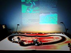 """e-peel me off 2010-11, installation interactive avec robots, partage de l'écran pour montrer le flux des tweets contenant le mot """"hate"""" ou le mot """"love"""" listés en temps réel, c.brandon Installation Interactive, Les Oeuvres, Contemporary Art"""
