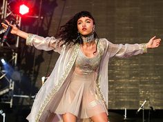 Star Tracks: Monday, June 29, 2015 | BRING IT | FKA twigs does her thing at the Glastonbury Festival in England on Sunday.
