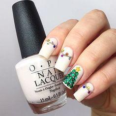 Behöver du inspiration till jul-naglarna? 🎅🏼🌟 Nästa veckas #veckansopi går i det temat så låt oss inspireras av varandra! 👌🏼 @tails.nails