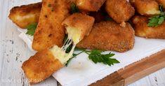 Stick patate e mozzarella una ricetta con le patate e mozzarella filante davvero goduriosa. E' la ricetta patate piu' amata in famiglia.