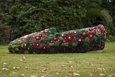 Alexandra Kehayoglou is a visual artist who re-defines carpet weaving by developing large format sculptures in textile media. Outdoor Topiary, Topiary Garden, Textile Medium, Textile Tapestry, Textile Sculpture, Link Art, Textiles, Greek Art, Magic Carpet