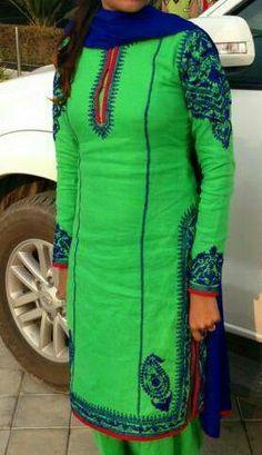 Simple but nice Punjabi Salwar Suits, Indian Salwar Kameez, Pakistani Dresses, Punjabi Chura, Punjabi Fashion, Indian Fashion, Indian Suits, Indian Wear, Casual Asian Fashion