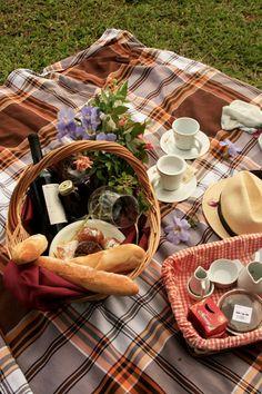 Picnic picnic letní piknik, jídlo y snídaně. Fall Picnic, Picnic Date, Summer Picnic, Wedding Picnic, Beach Picnic Foods, Wedding Cake, Garden Picnic, Spring Summer, Summer Bucket