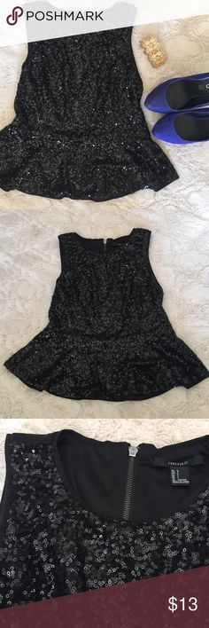 🎉HP🎉Forever 21 Sequined Peplum Tank EUC! Perfect for going out. Pair with bright shoes and dark jeans. Stretchy with a zipper on the back. Peplum is flattering on all bodies! Bundle and save! 💕 Forever 21 Tops Tank Tops