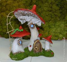 Всем привет! Это опять я:) Покажу вам свои сказочные домики из папье-маше.... фото 7 Fairy Sketch, Fairy Doors, Stained Glass Patterns, Fairy Land, Fairy Houses, Garden Art, Stuffed Mushrooms, Clay, Christmas Ornaments