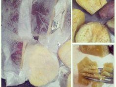 Corte as batatas em tamanhos iguais, faça vários furinhos nela com um garfo, enrole em papel toalha levemente umidecido e leve no microondas por 8 minutos.  Prontinhas e cozidinhas.