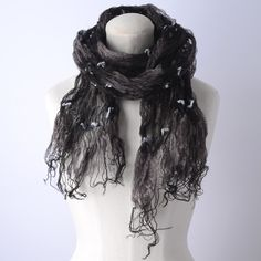 【MINU】グレーと黒のボーダーに水色の毛糸が織り込まれた、斬新な色使いのストール。  おしゃれ上級者用に見えますが、ベースがブラックなので合わせやすいアイテムなので、