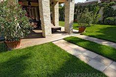 Modak kvarcithomokkő kültéri burkolat és Római Travertin mediterrán kő oszlopburkolat Travertine, My House, Sidewalk, House Design, Nice, Outdoor, Gardens, Pattern, Outdoors