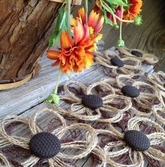 Items similar to Rustic Burlap Daisy flower set of farmhouse wedding - embellishment - rustic flowers - burlap flowers - brown flowers - rustic wedding on Etsy Twine Flowers, Rustic Flowers, Diy Flowers, Fabric Flowers, Paper Flowers, Wedding Flowers, Button Flowers, Wooden Flowers, Burlap Projects