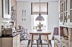 Stureplatsen 2, centrala Göteborg  3 r o k / 115 kvm - 5 695 000kr  @bjurfors_goteborg #aptgbg #kitchen #kitchendesign #table #dining #bricks #tiles #diningtable #modern #toaster #kitchendecor #lamp #interior #interiordesign #scandinavian #homestyle #details #inspohome #rural #shelf #inspo #nordicdesign #interior4all #brickwall #eat #deco #interiors #wood #styling #forsale