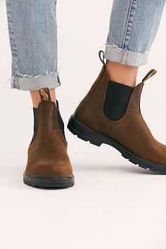 Discover recipes, home ideas, style inspiration and other ideas to try. Grunge Style, Soft Grunge, Brown Chelsea Boots Outfit, Brown Leather Chelsea Boots, Galaxy Converse, Doc Martins, Blundstone Boots Women, Grunge Outfits, Chuck Taylors