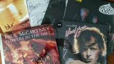 Christmas with vinyl records, DVDs, Blu-rays, books and CDs of the Rolling Stones. You will find several quality products to give as a gift to those he loves.