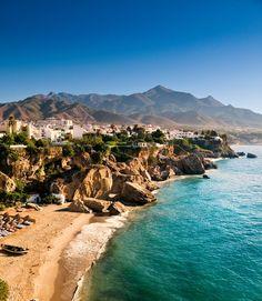 Der Strand in Nerja, Andalusien