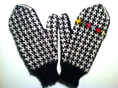 I love mittens made with worsted weight wool knit at a tight gauge. Add a graphic check and I'm in mitten heaven!