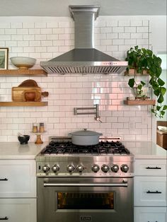 Attractive, easy to install and powerful 36inch hood vent by Zline. #hoodvent #openkitchendesign #kitchendecoration #afflink Updated Kitchen, Diy Kitchen, Kitchen Storage, Kitchen Decor, Home Decor Styles, Cheap Home Decor, Diy Cabinets, Kitchen Cabinets, Modern Vintage Decor