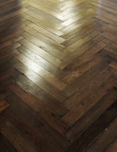Antique French oak, pulled from actual wood flooring installed in French homes and farmhouses. From large country house boards to refined Parisian small planks, each piece is carefully selected to be stunning in your home.